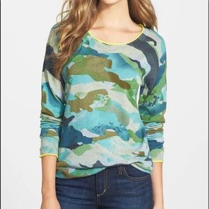 Two by Vince Camuto Camo Print Sweater L
